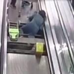 【動画】中国、また人食いエスカレーター!今度は動く歩道(水平型エスカレーター) [海外]