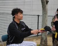 【朗報】新井良太、阪神伝統の猛虎打法を習得へ【関本化】