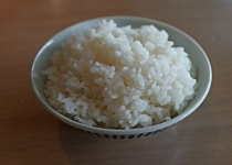 米って一日どんくらい食べるもんなん?