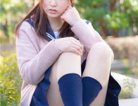 【画像】19歳女子大生が中学の時の制服を着てみた結果wwwww