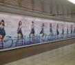 『モー娘。新曲の巨大PR看板が新宿地下に出現!!!!!』の画像