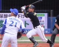 今季限りで阪神退団の鳥谷は代打で右飛 最後の虎ビジターユニ姿