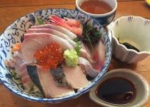 面接官「海鮮丼に乗せる魚介を5種選びなさい」
