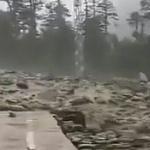 【動画】中国、チベットで高速土石流が発生!流れていくスピードが半端なくて凄い!