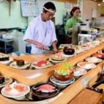これは困った!「回転寿司」食べ終わった後も居座り続ける女子集団…