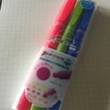 『「ナイスなミドル」の使い方を考え中 トンボ鉛筆「プレイカラー ドット」』の画像