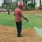 【動画】中国、公園の土が荒れたので、いつものアレでちゃちゃっと緑化します! [海外]