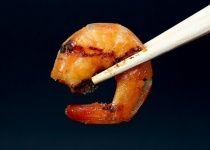 飲み会で食べ物を取り分ける時に箸を逆にするヤツwwwwwwww