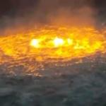 【動画】メキシコ湾の油田、海底パイプラインが火災!海が燃えたぎる異様な光景!