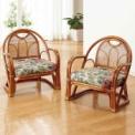 軽くて持ち運びしやすい籐の椅子が2脚でお買得!フロ…