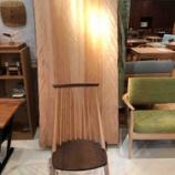 『【2019・飛騨の家具セール】SWING ・水目桜ブックマッチテーブルに柏木工・シビルチェアをセット』の画像