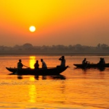 『【インド変異株の脅威】新型コロナ感染者急増でガンジス川がヤバイことになってる』の画像