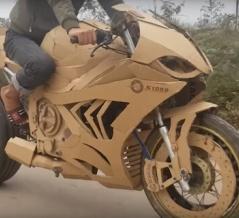 ちゃんと走るんだぜ! ダンボールでボディを作り、高級バイクのレプリカを作ってみた(ベトナム)