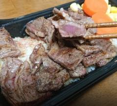 """生き残りに必死""""いきなりステーキ""""のステーキ重がコスパ最強"""