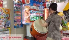 【ゲーム】  日本の女の子が 太鼓の達人をプレイしてるんだけど、めちゃくちゃ上手いぞ!    海外の反応