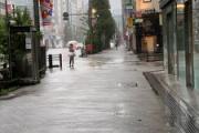 台風19号の中、秋葉原のメイドが客引きさせられる写真が拡散 → 真実は全然違った