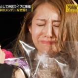 『【乃木坂46】若月佑美から桜井玲香へ花束が・・・これはたまらなすぎる・・・』の画像
