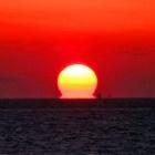 『明石海峡大橋の夕陽 写真。癒やしと心の旅路』の画像