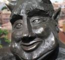 「陽気過ぎる」悪魔像、キリスト教徒から批判相次ぐ