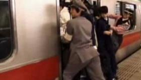 日本の通勤ラッシュ の海外の反応