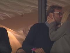 【動画】マインツの試合を観戦するクロップ!ゴールの度にキスする様子をブンデス公式がアップwwww