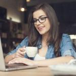カフェでパソコンしてるノマド女を見るとすごく不愉快な気分になるので止めて頂きたいです。