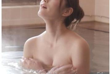 橋本真帆のお風呂でエロいおっぱい見せ