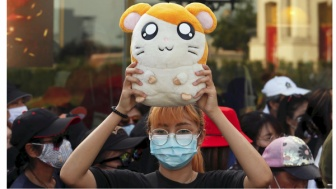 とっとこハム太郎、タイで政府抗議デモの象徴に「一番美味しいのは税金」と主題歌を歌う
