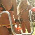 水着女性と自転車画像 18枚