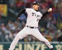 井川慶さん(40歳無職)が阪神戦で始球式