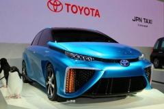 トヨタ、世界初の燃料電池車ミライ、日本で12月15日発売へ 既に購入希望1000台