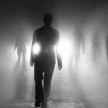 『陰謀論を信じてる人きて』の画像