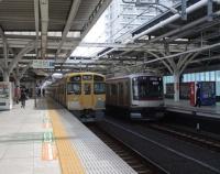 『東急電鉄5050系の慣性軌道検測装置とアンテナと西武鉄道2000系のアンテナ』の画像