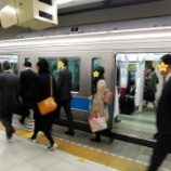『小田急複々線化完了後 朝ラッシュ時各駅停車の混雑は? 乗車してきました!』の画像