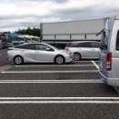 さっきスーパーに車で行ったら車おばはんが他の車の流れを止めて何回も切り返してバックで付けてたwww