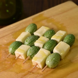 チェック柄で♪マイクロきゅうりとチーズのオードブル