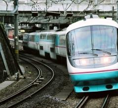小田急とJR東海のあさぎり号と同じ塗装のバス 「スーパーロマンス号」とは