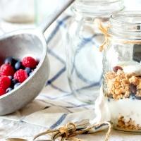 『チョコと苺がごろごろ!ラブクランチのグラノーラはご褒美朝ごはんに。』の画像