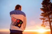 【話題】Windows公式、大胆すぎるWindows 95デザインのセーターを公開