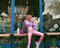 ローラ、全身ピンクコーデに「可愛すぎる」「脚長すぎ」