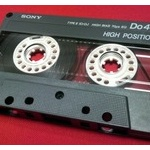 カセットテープの人気再燃、車載用カセットデッキが新発売
