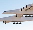 翼幅117メートル 世界最大の航空機「ストラトローンチ」初の試験飛行