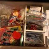『食器棚最下部の引き出しを片付け』の画像