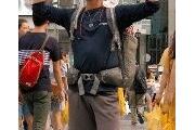ハグで日韓友好といいつつ「片手に慰安婦像」…朝日新聞は隠す 韓国の若者が日本列島行脚