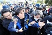 【竹島の日】 韓国人、島根で大暴れ。もみ合いに…韓国人団体に備え、機動隊出動