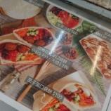 『「ファラフェル」を食す 異国料理がズラリ!花博公園の異色フードコート』の画像