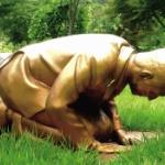 【韓国】慰安婦像の前で土下座する安倍首相の像「永遠の贖罪像」を8月に一般公開