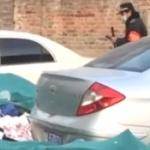 【動画】中国、出張から帰ってきたら駐車場が不法ゴミ投棄場にされ車が閉じ込められる