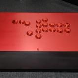 『【アケコン】アルマイト塗装天板をワン・ド・オンでオーダーメイド!メタリックボタンが映える大満足の仕上がりに』の画像