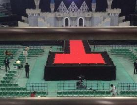【悲報】Berryz工房最後のステージのセットが完全におもちゃwwwwwwww